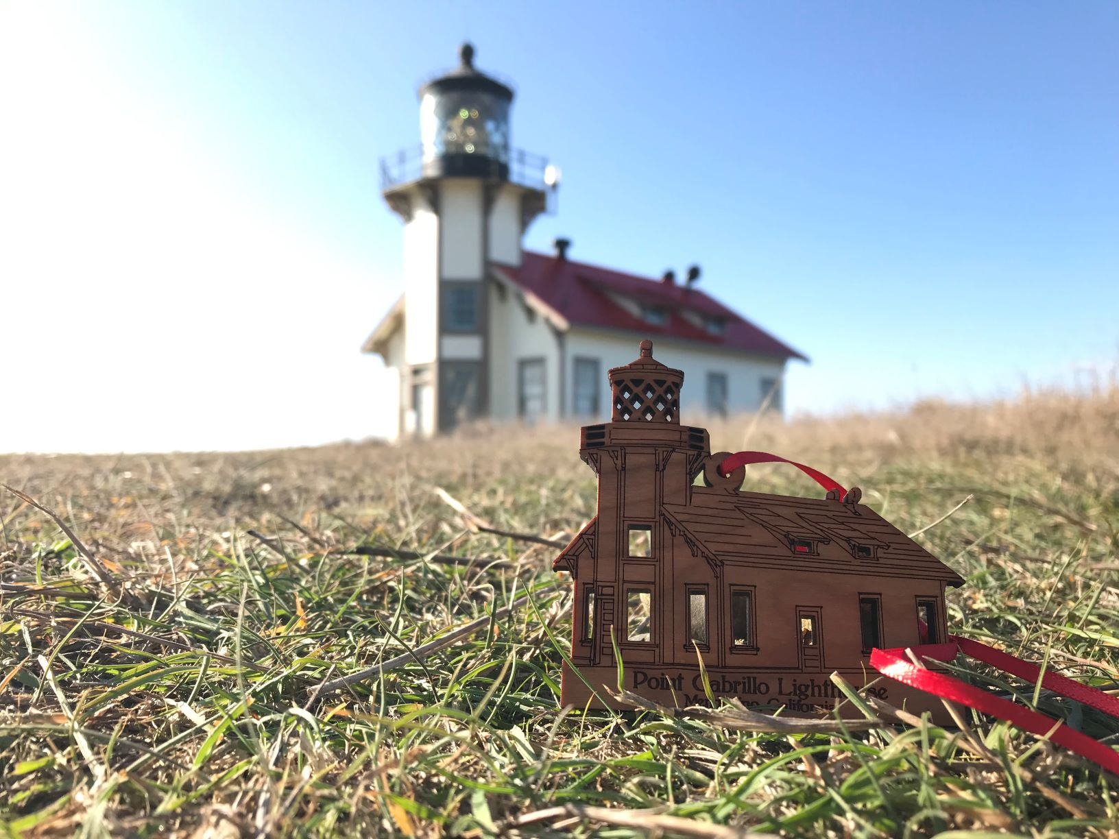 lighthouse-at-pt-cabrillo-ornament